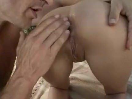 Comendo o cu da vagaba morena