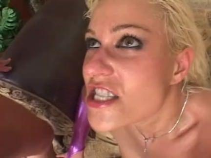 Duas picas em uma loira puta