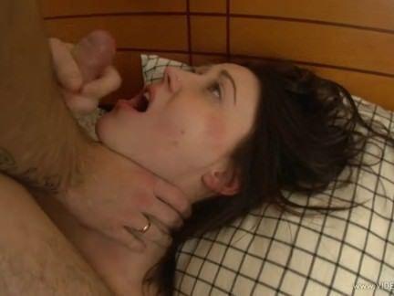 Gata morena fazendo anal