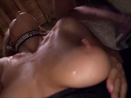 Gata realiza fetiche sexual de homens