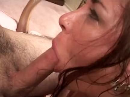 Jogando a porra na boca da vagabunda