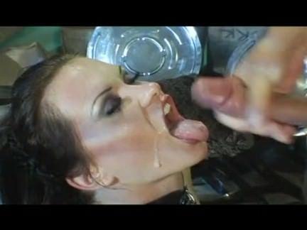 Linda morena mamando e fodendo