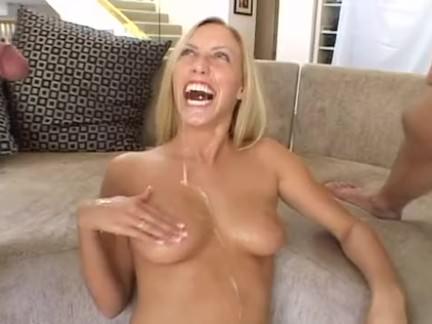 Loira no sexo com dois