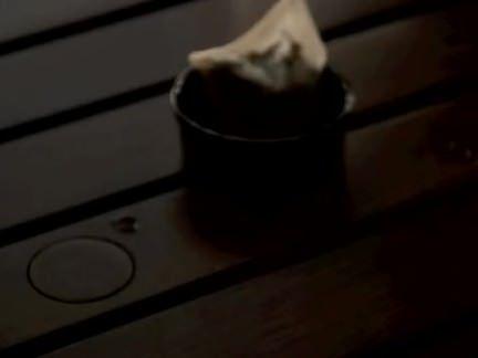 Loiraça engole benga de dois tarados