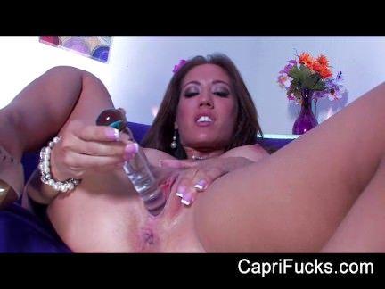 Morena piranha masturbando a xota