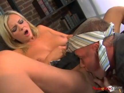 Muito sexo oral com ninfeta