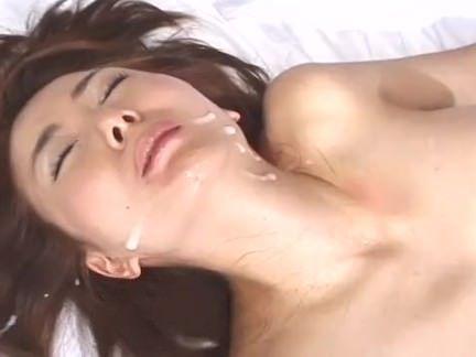 Putona engolindo caralho quente