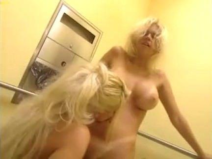 Safada ardente se masturbando